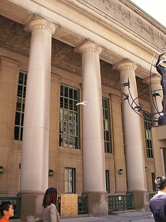 Union Station (Toronto) - The facade of the Front Street entrance includes 22 colonnaded loggia constructed with limestone.