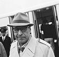 Aankomst van de Belgische detective schrijver op Schiphol, Bestanddeelnr 919-5163.jpg
