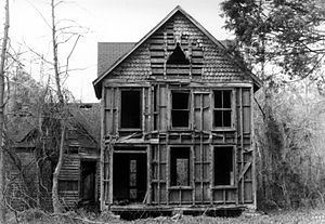Abandonment (legal) - An abandoned house in White Marsh, Virginia
