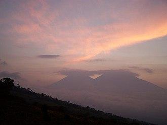 Acatenango - Image: Acatenango and Fuego at Sunset