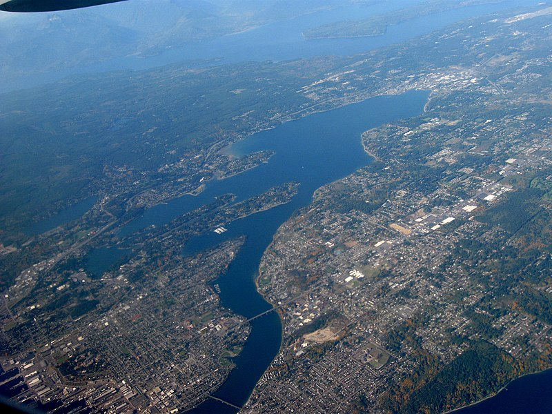 Fichier:Aerial view of Dyes Inlet and Bremerton facing northwest.jpg