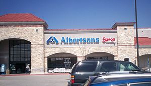 Albertsons - A typical Albertsons-Savon store in Dallas, Texas. This store has since been sold as part of FTC-ordered divestment.