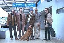 Άλλεν Γκίνσμπεργκ (αριστερά)στο αεροδρόμιο της Φρανκφούρτης το (1978)