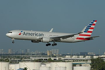 American Airlines Boeing 767-300ER N386AA (15824909062).jpg