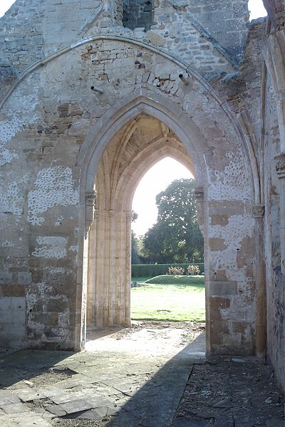 Ancienne église d'fr:Auxais, bombardée en 1944
