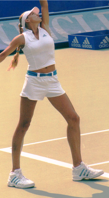 Anna Kournikova in WTA tournament (Sydney, 2002).png