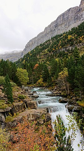 File:Arazas river fall 3, Ordesa y Monte Perdido National
