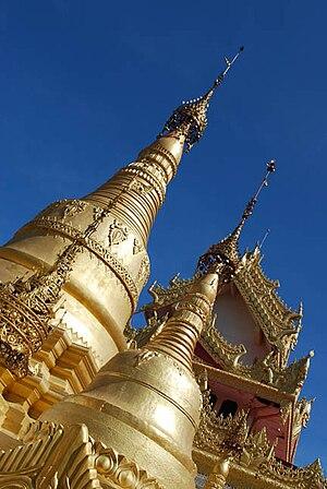 Dhammikarama Burmese Temple - Stupas at Dhammikarama Burmese Temple