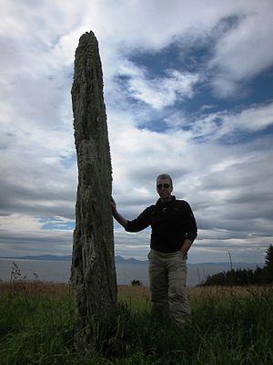Ballochroy - Ballochroy, Menhir with Jura in the background