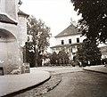 Balra a Szűz Mária Mennybemenetele templom, szemben a régi városháza épülete (ma Galéria). Fortepan 92161.jpg