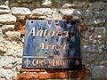 Belloy-en-France (95), vieille plaque 'Autocar arrêt' place du Souvenir.jpg