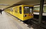 Berlin- Berlin-Charlottenburg- U-Bahnhof Kurfürstendamm (U 1)- auf Bahnsteig zu Gleis 1- Richtung Bahnhof Berlin Warschauer Straße (BVG-Baureihe G, 1087-1) 19.2.2017.jpg