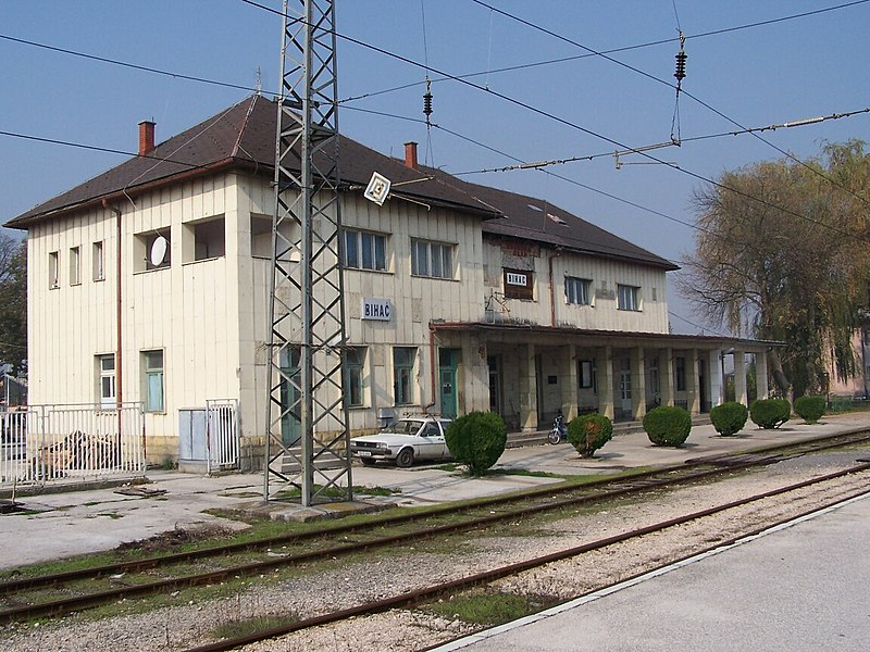 File:Bihac Bahnhof2.jpg