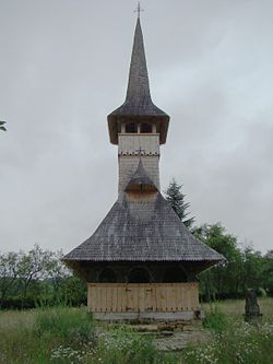 Biserica de lemn din Cărpinis (3).JPG
