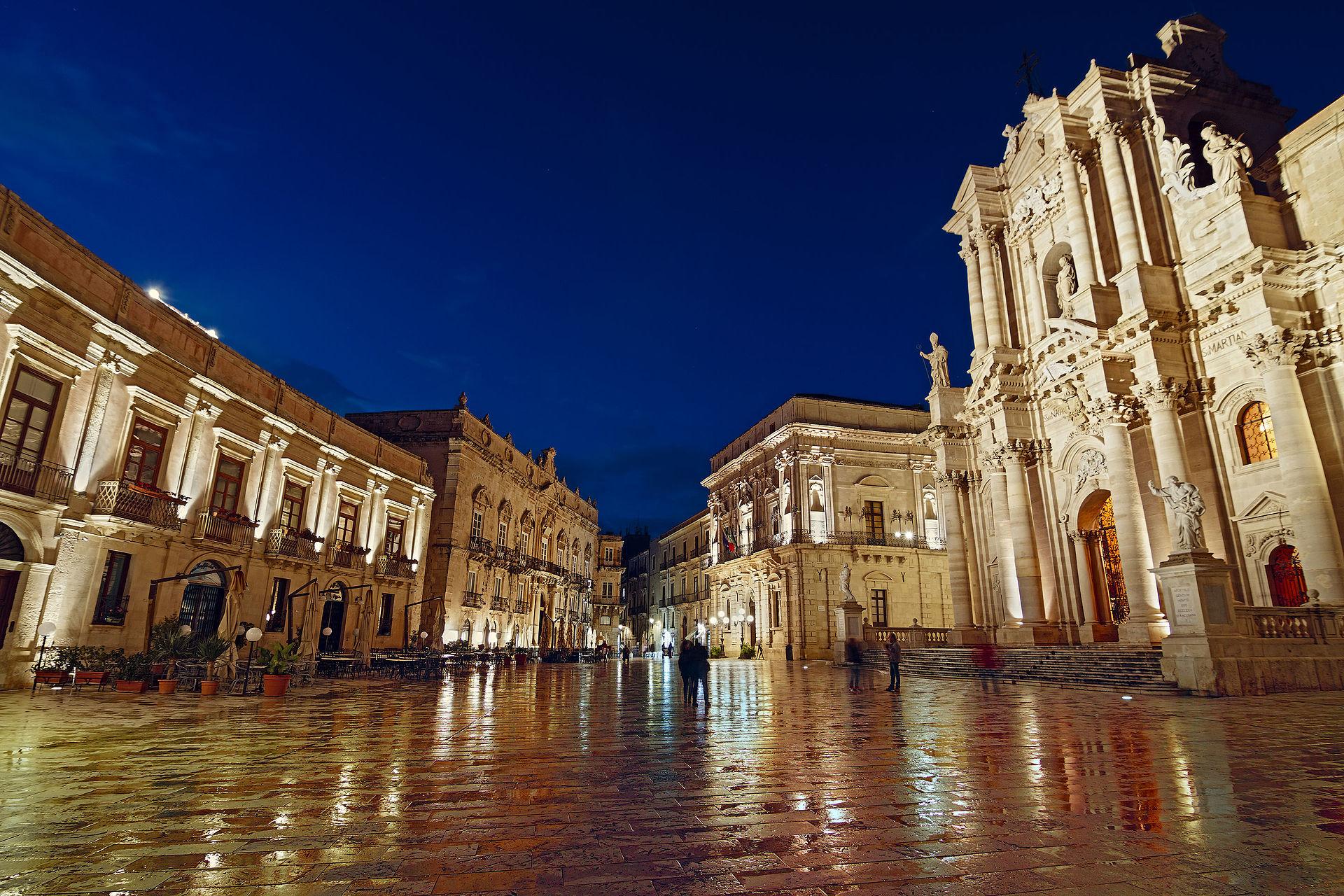 Blue Hour Piazza Duomo 5 - Syracuse - Unesco World Heritage.jpg