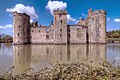 Bodiam Castle HDR (8714190553).jpg