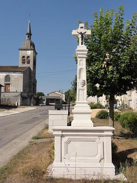 Bouquemont (Meuse) croix de chemin dans la rue principale