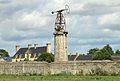 Bretteville-l'Orgueilleuse éolienne.JPG
