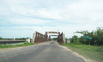 National Route 12 (Argentina) - Metal bridge over the Guayquiraró River on the border between the provinces of Corrientes and Entre Ríos, opened in 1938. On the left, the new bridge under construction.
