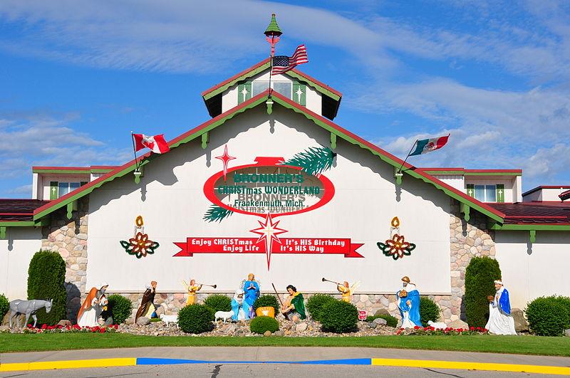 File:Bronner's Christmas Wonderland.JPG