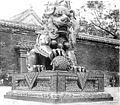 Bronzelöwe am inneren Eingang des Yunghokung.jpg