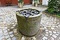 Brunnen im ehemaligen Domstiftischen Getreidekasten Regensburg Unter den Schwibbögen 2 D-3-62-000-1216 01.jpg