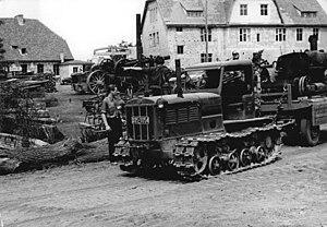 Kharkiv Tractor Plant - Image: Bundesarchiv Bild 183 R0210 340, Sachsendorf, Maschinenpark der MAS