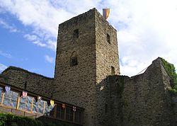 Burg Freienfels (Weinbach) Bergfried.jpg