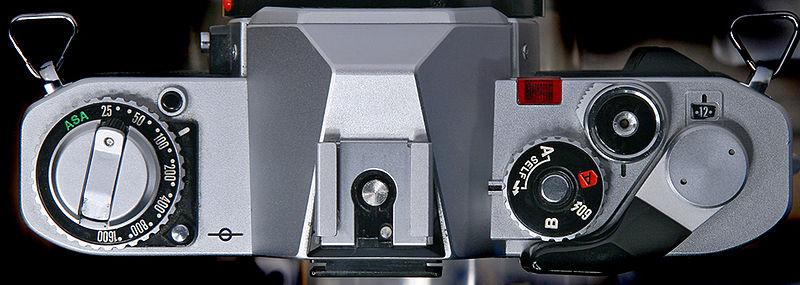 800px-Canon_AV-1_top_web.jpg