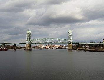 Cape Fear Memorial Bridge (2013).jpg
