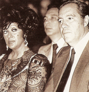 Español: Carmen Romano y el profesor Carlos Ha...