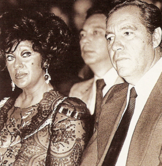 Carlos Hank González - Carlos Hank González (right), with Carmen Romano, in 1980
