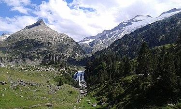 Cascada y Forau de Aigualluts.jpg