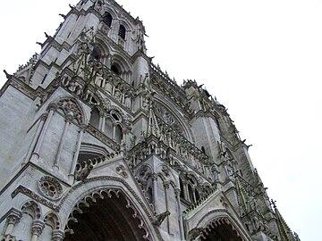 Cathedrale d'Amiens - façade de cote.jpg