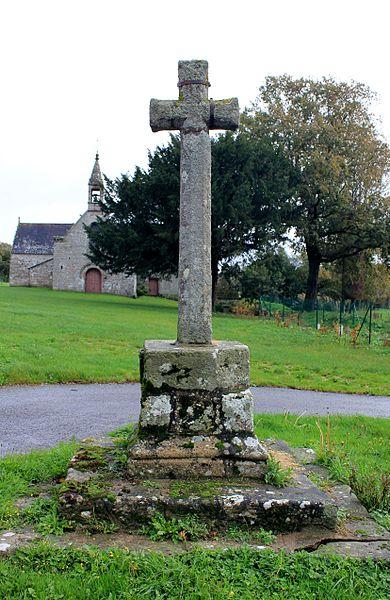 Chapelle Sainte-Anne (Buléon): croix à proximité de la chapelle