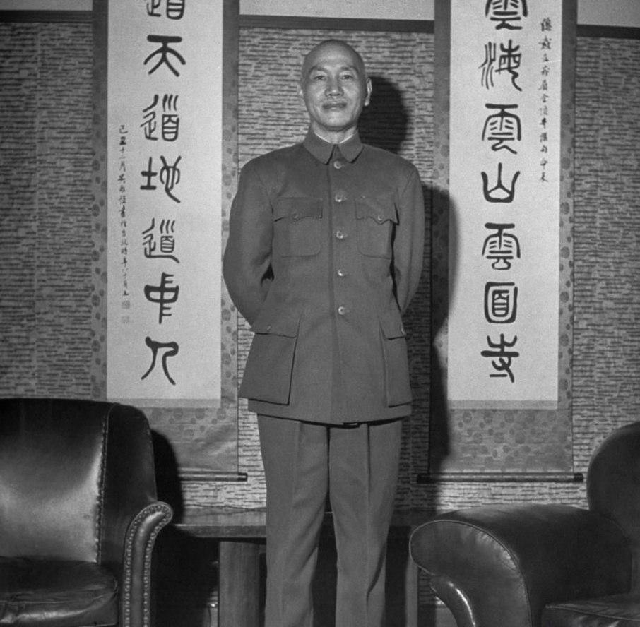 Chiang Kai-shek standing 1950