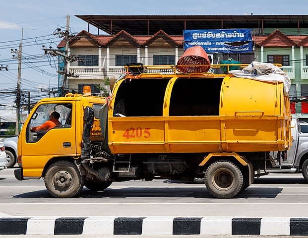 621px-Chiang_Rai_Thailand_Waste-collection-truck-01.jpg (621×480)