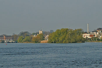 English: Chiswick Eyot on the River Thames. Ca...