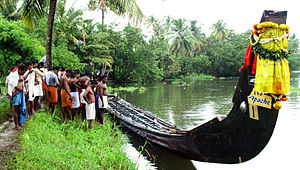 Chundan Vallam - Preparing the snake boat