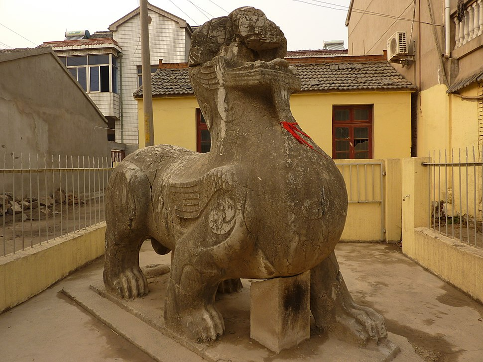 A Liu Song Dynasty qilin in a resident's front yard in the town of Qilin, Jiangning District.