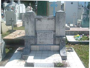 Claudia Lars - Claudia's Tombstone at Ilustres Cemetery