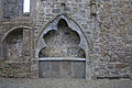 Clontuskert Priory Choir Tomb Niche 2009 09 16.jpg
