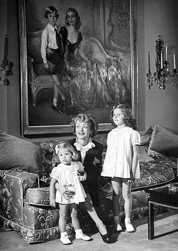Bennett and her daughters with painting (background) of her and her son, 1944 Constance-Bennett-Children-1944.jpg