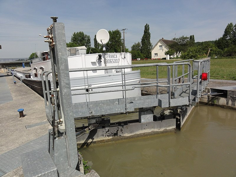 Cys-la-Commune (Aisne) Canal latéral à l'Aisne, écluse nr 5