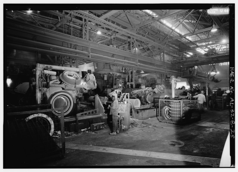 File:DE LAVAUD CASTING FACING NORTH, NOTE CORE MOUNTED IN PREPARATION FOR NEXT PIPE CASTING. - United States Pipe and Foundry Company Plant, Pipe Casting and Testing Area, 2023 St. HAER ALA,37-BES,6B-25.tif