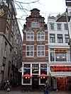 foto van oekpand met gevel met grote trappen in late Hendrik de Keyser-trant
