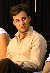 Danny Strong w 2004