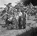 De familie Boogh in de voormalige Jodensavanna aan de Surinamerivier. Van links , Bestanddeelnr 252-6932.jpg