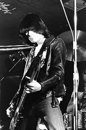Dee Dee Ramone - Dee Dee Ramone performing live with the Ramones in 1977
