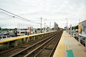 Deer Park (LIRR station) - Image: Deer Park Station Westbound Train Approaches